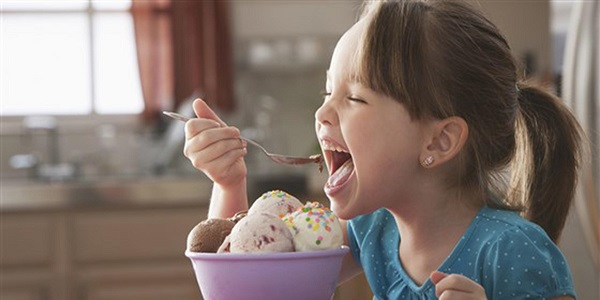 Мороженое следует есть осторожно