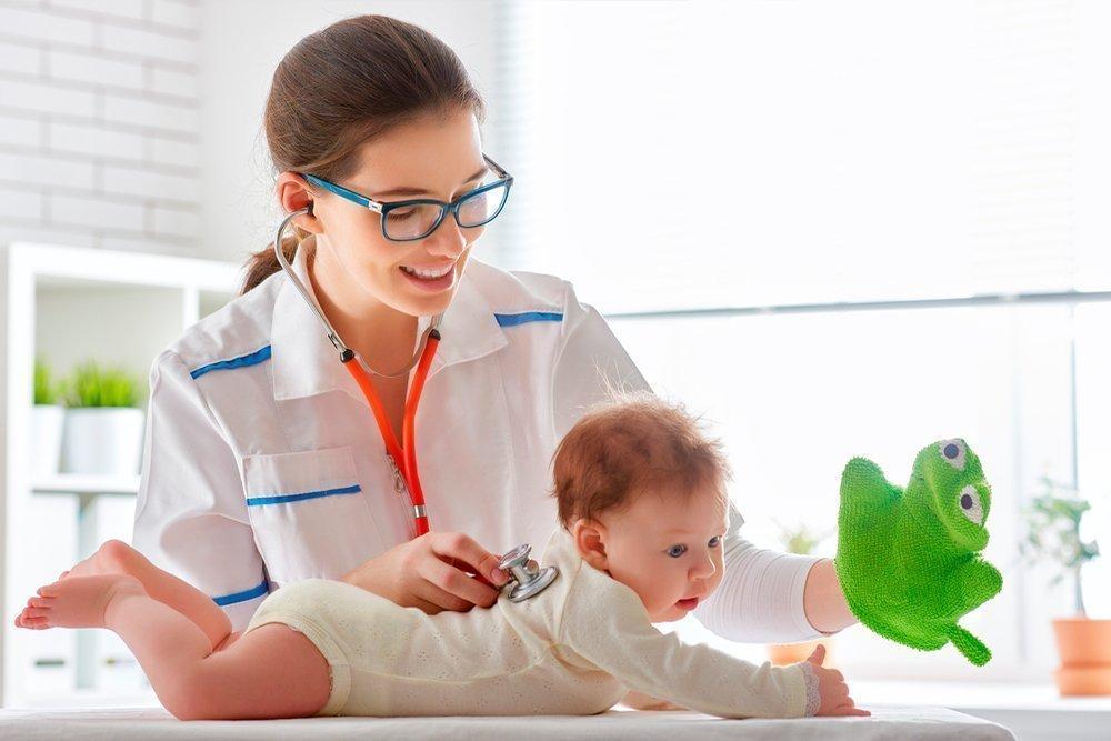 Прием малыша педиатром
