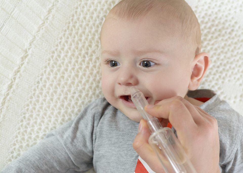 Малыши часто болеют ринитом