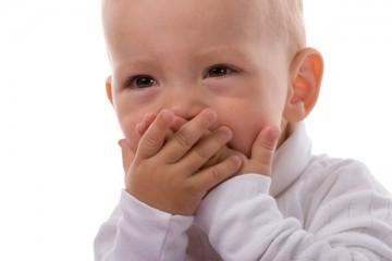 Икота доставляет дискомфорт маленькому ребенку