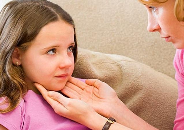 Увеличенные лимфоузлы у ребенка вызывают волнение родителей
