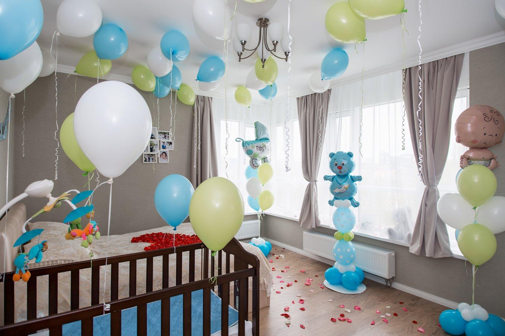 Украсить детскую комнату на выписку из роддома можно разными способами