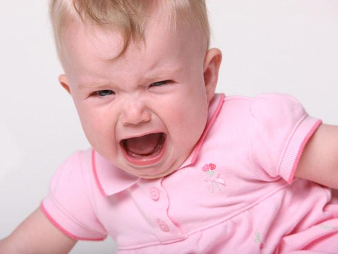 Резкие звуки или испуг ребенка может вызвать икоту
