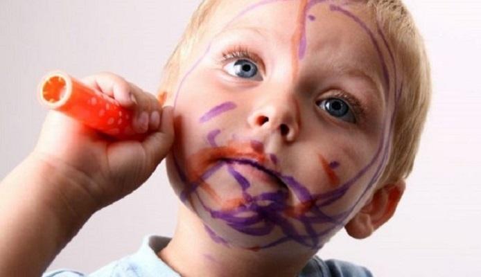 Следы от фломастера с лица и рук малыша без вреда для здоровья лучше оттирать натуральными средствами