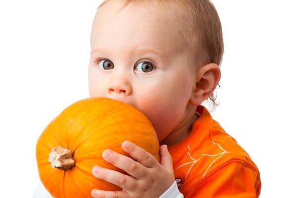 Для устранения причин пожелтения носа, в первую очередь, необходимо изъять запрещенные продукты из рациона ребенка и мамы