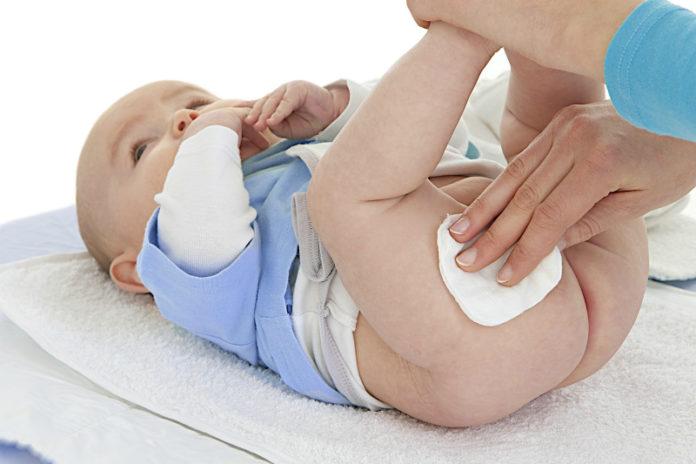 Обработка естественных складок – важная процедура для новорожденного
