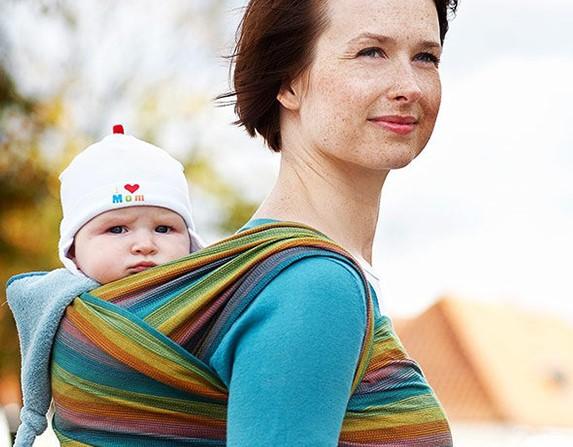 Недопустимы ошибки при ношении ребенка в слинге, которые могут быть опасными для него, если неправильно завязывать