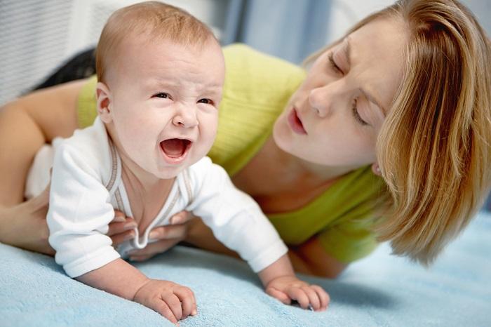Первым делом надо успокоить упавшего малыша
