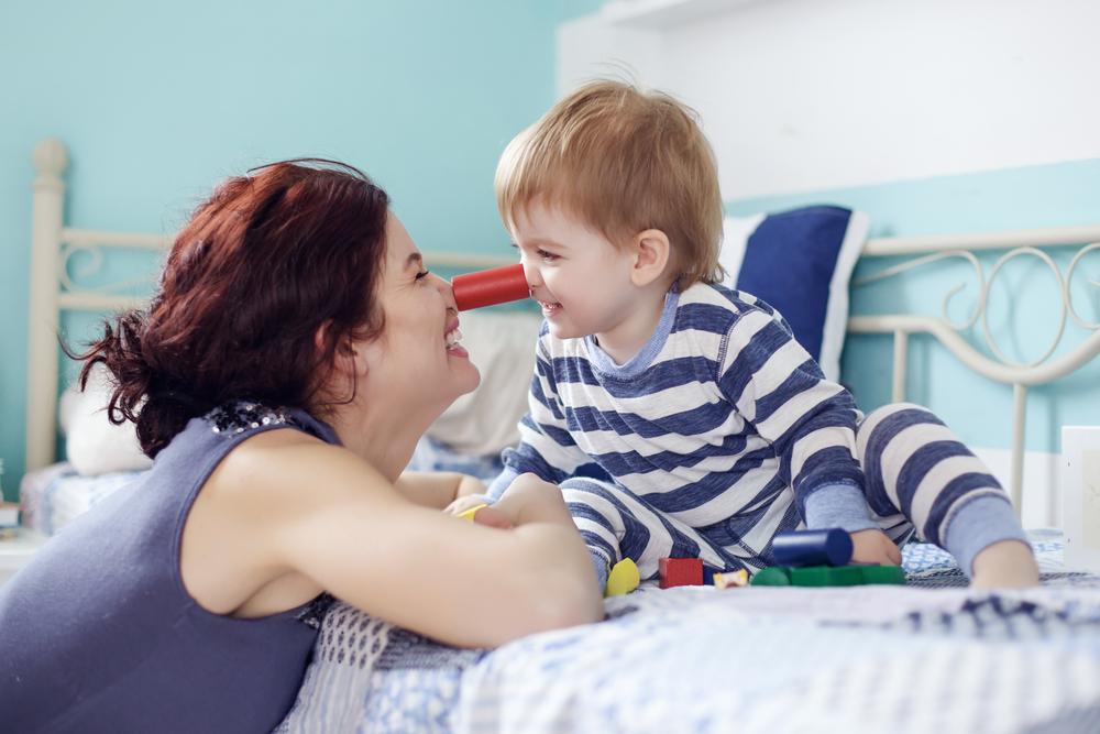 В 7-9 месяцев ребенок – отличный партнер по играм