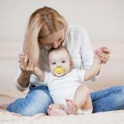 Присаживание ребенка мамой